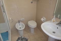 Particolare  servizi igienici nelle camere