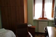 Particolare di Camera Singola con guardaroba e scrivania